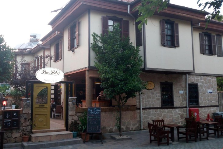 Don Pedro Garden Pub & Hostel